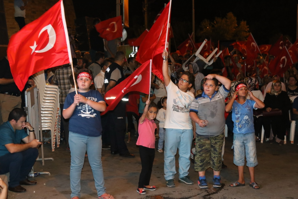 Akhisar'da demokrasi nöbetinin final günü 13