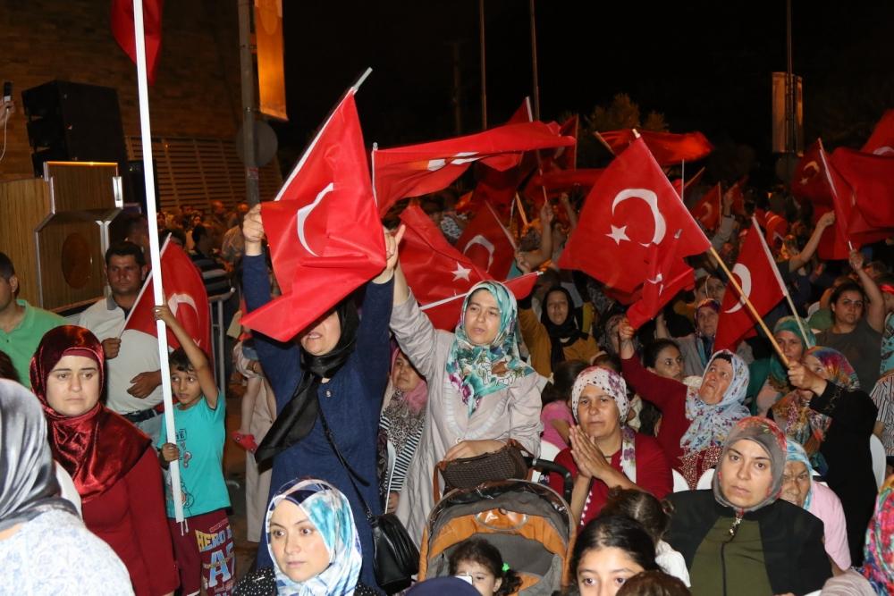 Akhisar'da demokrasi nöbetinin final günü 16
