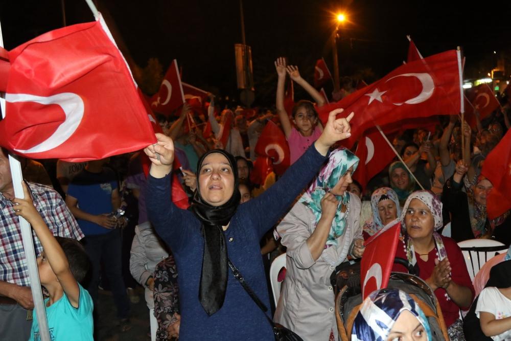 Akhisar'da demokrasi nöbetinin final günü 18