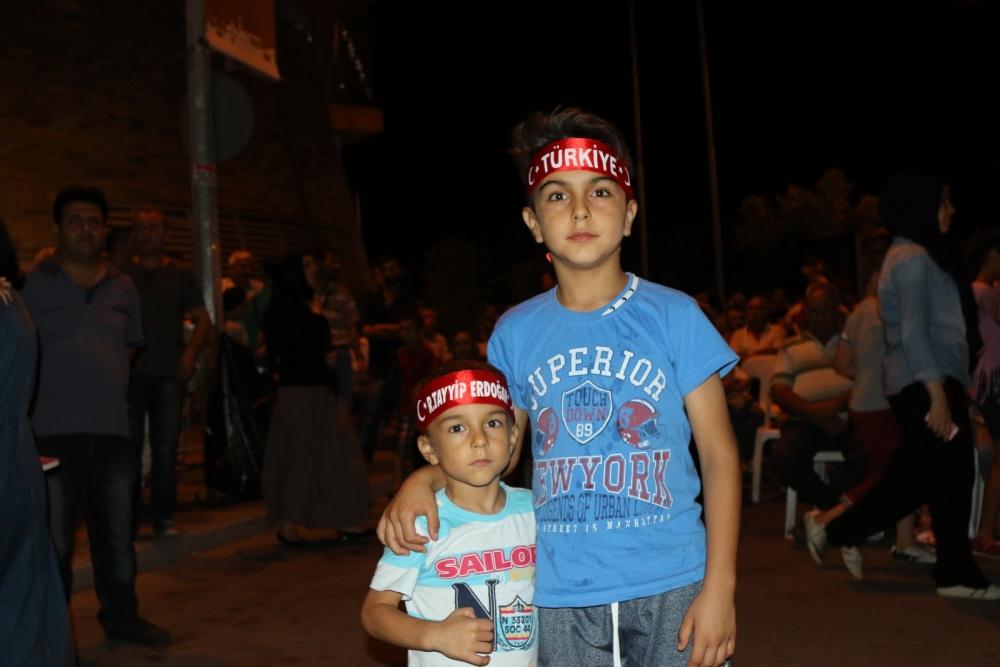 Fotoğraflarla Akhisar'da demokrasi nöbetinin 25. günü 1