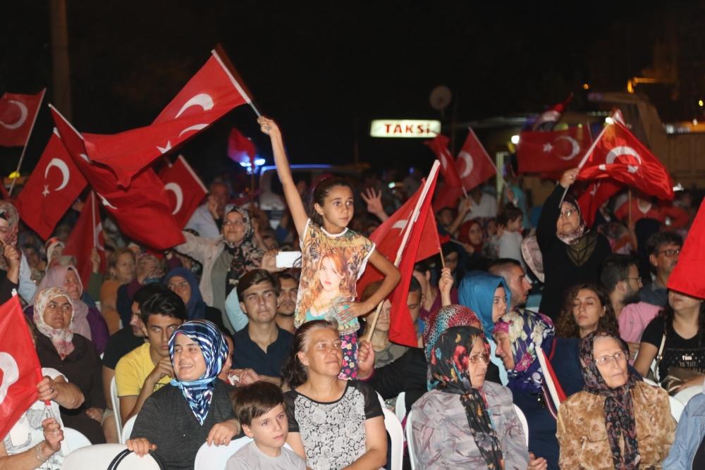 Fotoğraflarla Akhisar'da demokrasi nöbetinin 25. günü 11