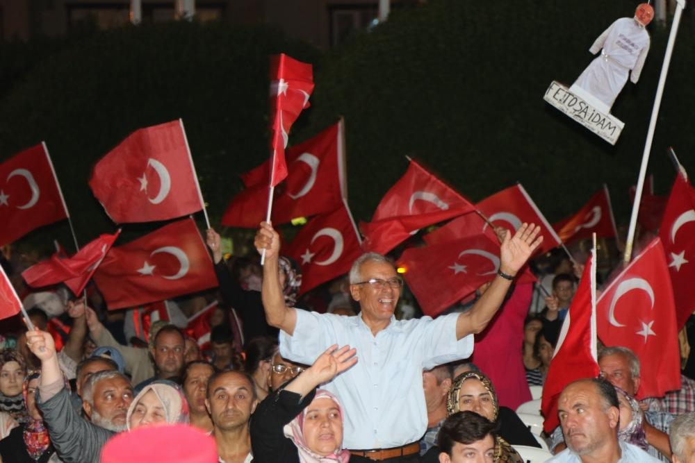 Fotoğraflarla Akhisar'da demokrasi nöbetinin 25. günü 13
