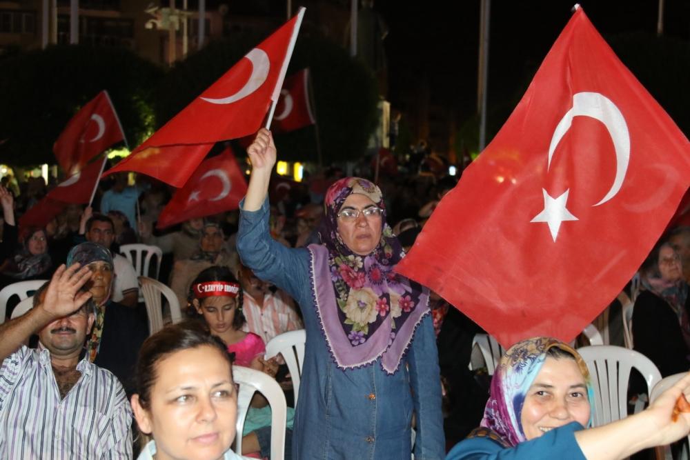 Fotoğraflarla Akhisar'da demokrasi nöbetinin 25. günü 17