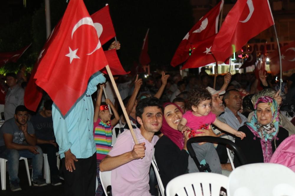 Fotoğraflarla Akhisar'da demokrasi nöbetinin 25. günü 2