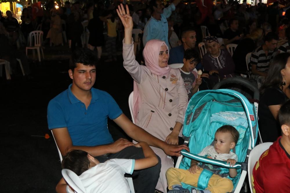 Fotoğraflarla Akhisar'da demokrasi nöbetinin 25. günü 21