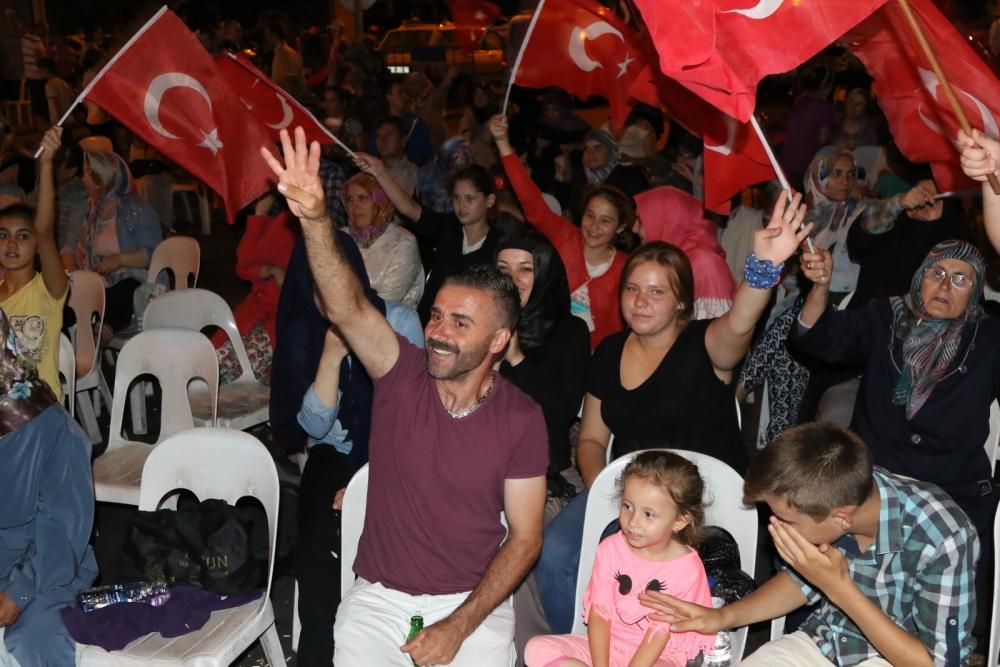Fotoğraflarla Akhisar'da demokrasi nöbetinin 25. günü 23