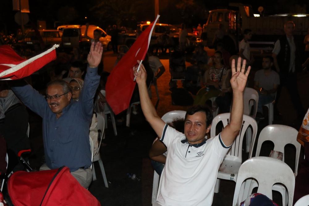 Fotoğraflarla Akhisar'da demokrasi nöbetinin 25. günü 25