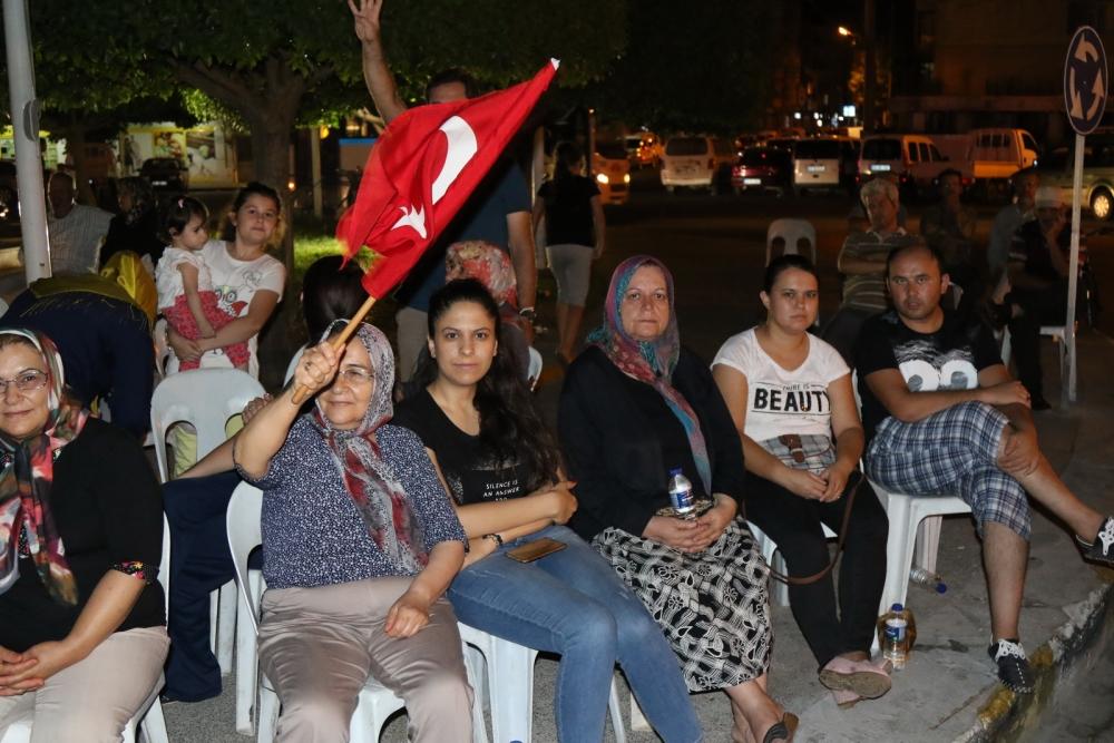 Fotoğraflarla Akhisar'da demokrasi nöbetinin 25. günü 30