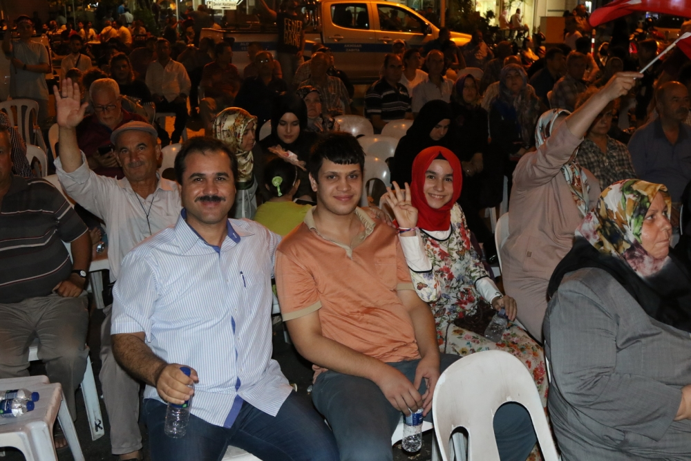 Fotoğraflarla Akhisar'da demokrasi nöbetinin 25. günü 32