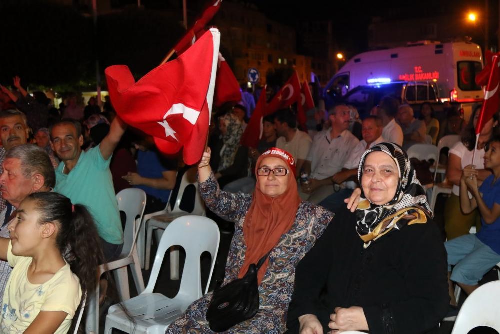 Fotoğraflarla Akhisar'da demokrasi nöbetinin 25. günü 34