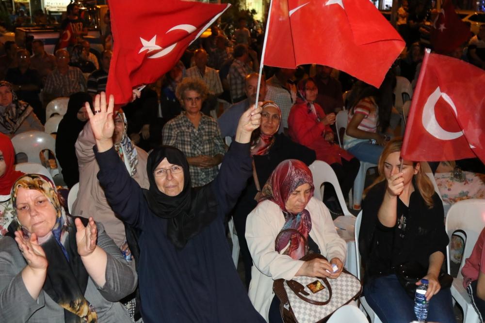 Fotoğraflarla Akhisar'da demokrasi nöbetinin 25. günü 36