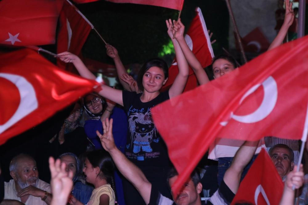 Fotoğraflarla Akhisar'da demokrasi nöbetinin 25. günü galerisi resim 44