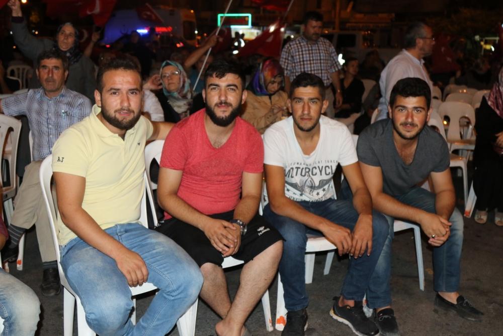 Fotoğraflarla Akhisar'da demokrasi nöbetinin 25. günü 54