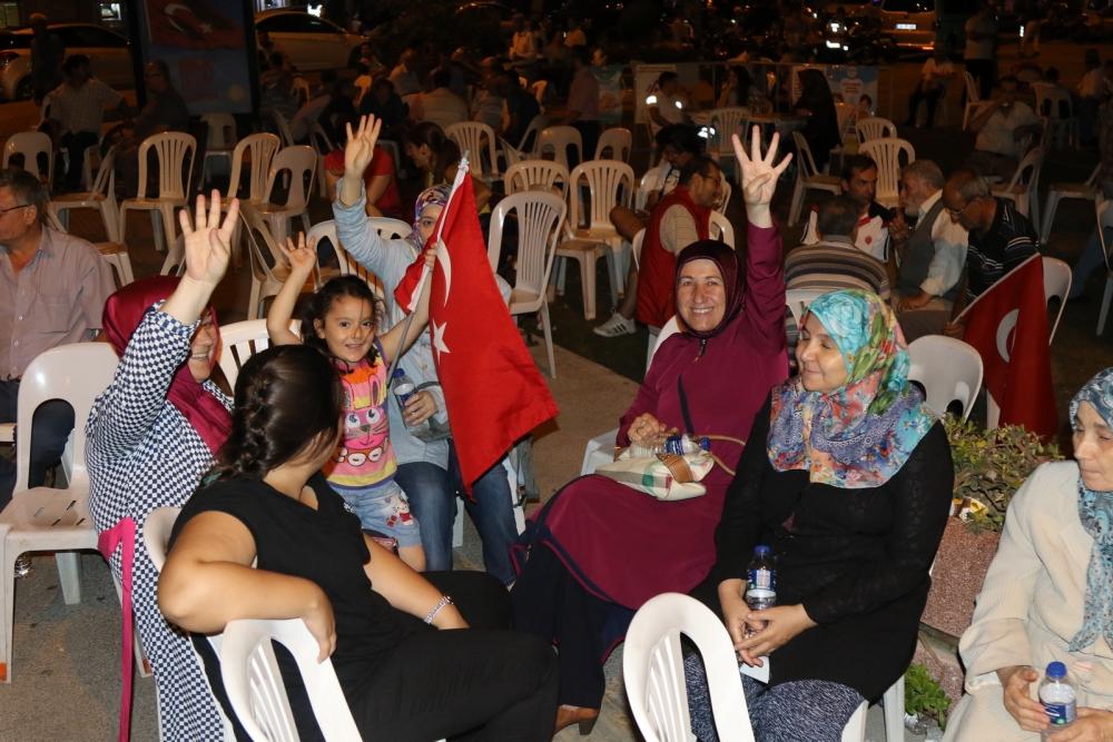 Fotoğraflarla Akhisar'da demokrasi nöbetinin 25. günü 55