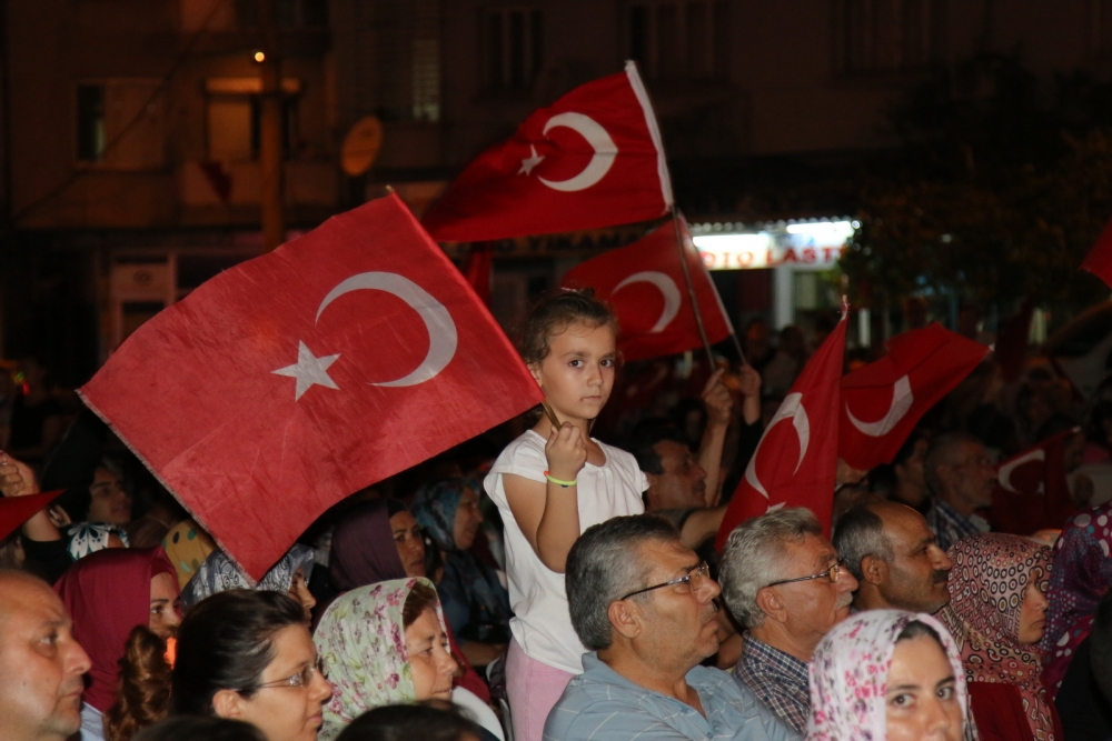 Fotoğraflarla Akhisar'da demokrasi nöbetinin 25. günü 60
