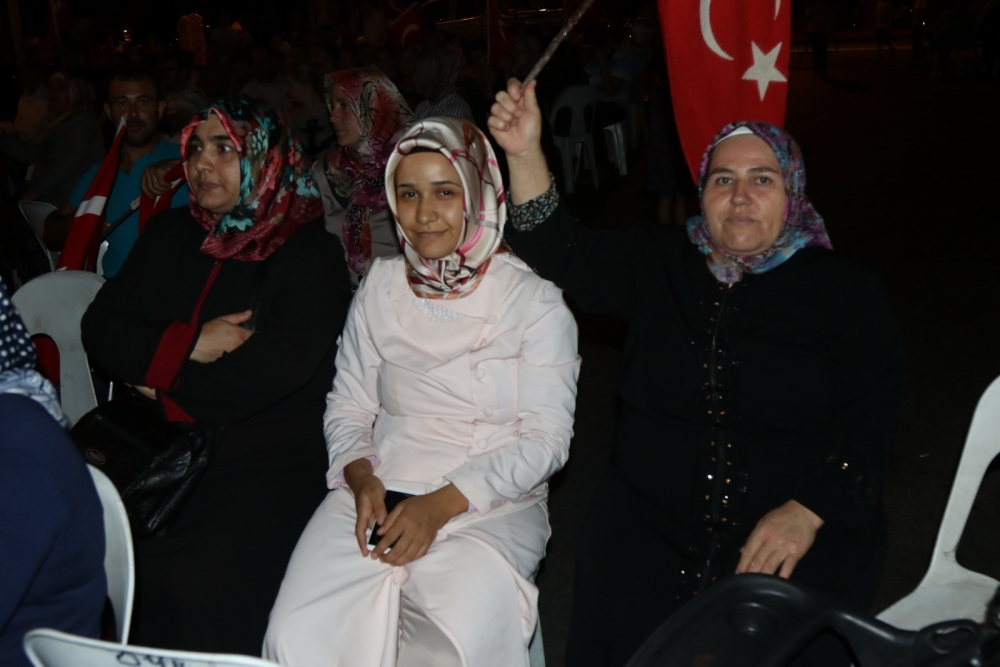 Fotoğraflarla Akhisar'daki demokrasi nöbetinin 26.günü 12