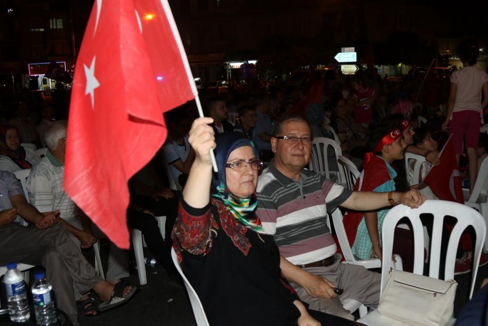 Fotoğraflarla Akhisar'daki demokrasi nöbetinin 26.günü 2