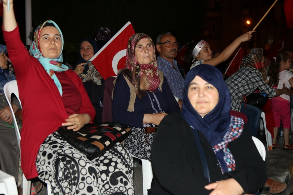 Fotoğraflarla Akhisar'daki demokrasi nöbetinin 26.günü 23