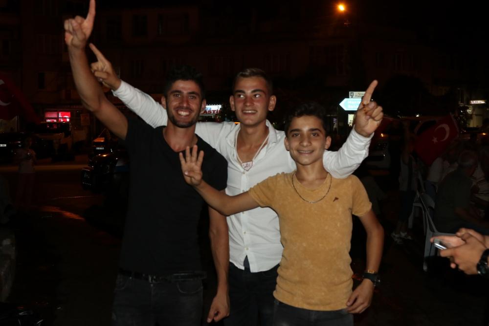 Fotoğraflarla Akhisar'daki demokrasi nöbetinin 26.günü 24