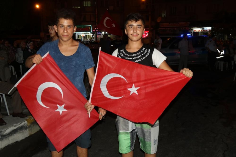 Fotoğraflarla Akhisar'daki demokrasi nöbetinin 26.günü 26
