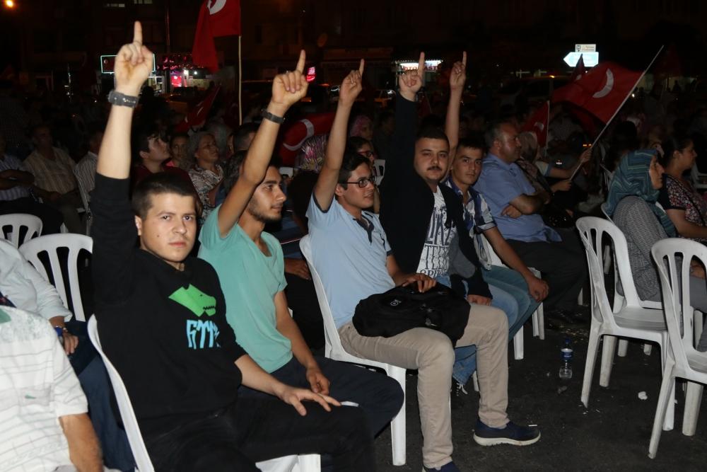 Fotoğraflarla Akhisar'daki demokrasi nöbetinin 26.günü 3