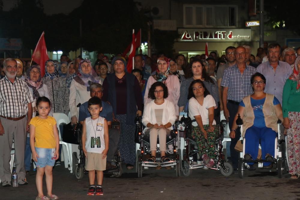 Fotoğraflarla Akhisar'daki demokrasi nöbetinin 26.günü 32