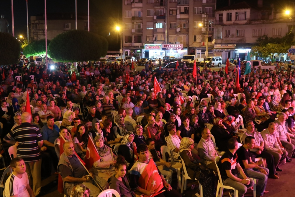 Fotoğraflarla Akhisar'daki demokrasi nöbetinin 26.günü 35