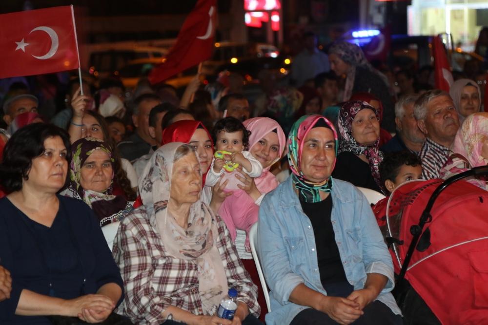 Fotoğraflarla Akhisar'daki demokrasi nöbetinin 26.günü 4