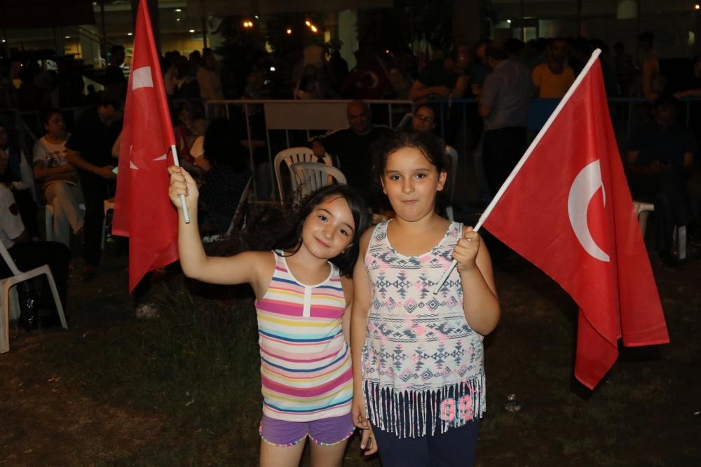 Fotoğraflarla Akhisar'daki demokrasi nöbetinin son günü 16