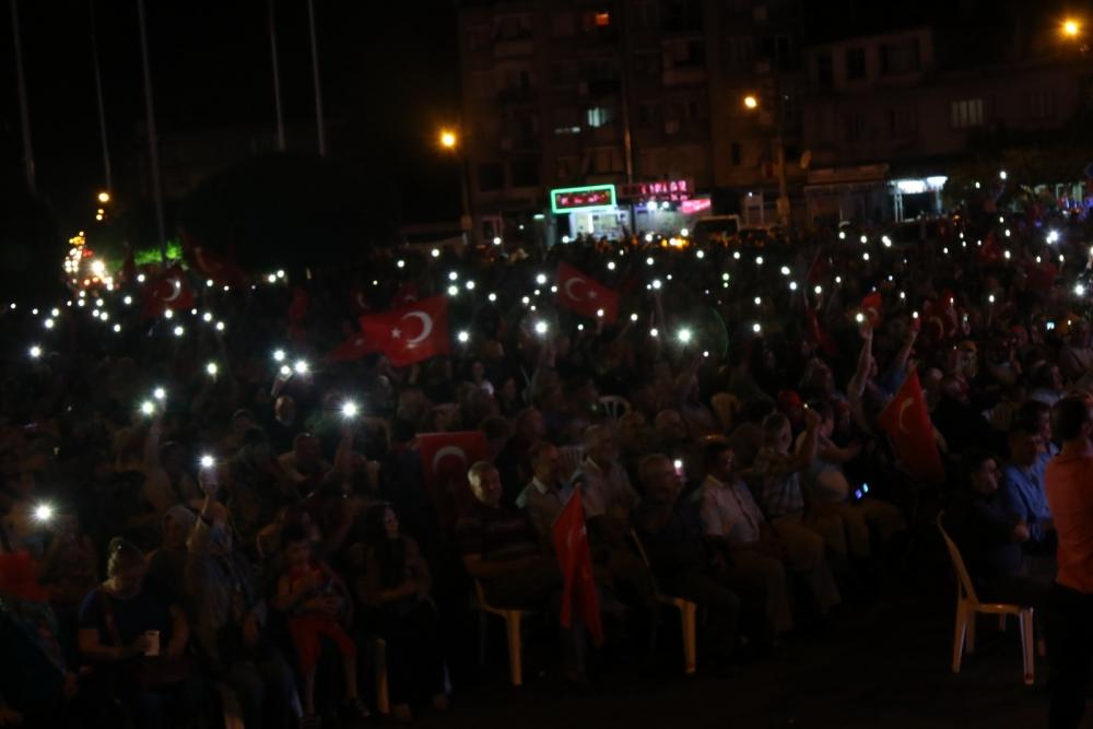 Fotoğraflarla Akhisar'daki demokrasi nöbetinin son günü 2