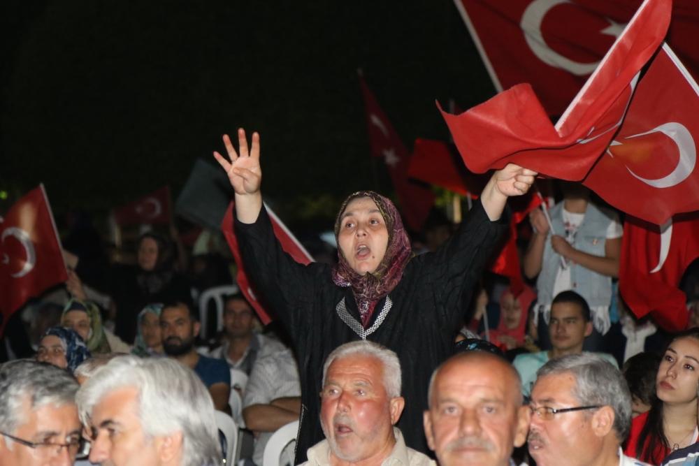 Fotoğraflarla Akhisar'daki demokrasi nöbetinin son günü 23