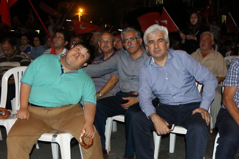 Fotoğraflarla Akhisar'daki demokrasi nöbetinin son günü 25