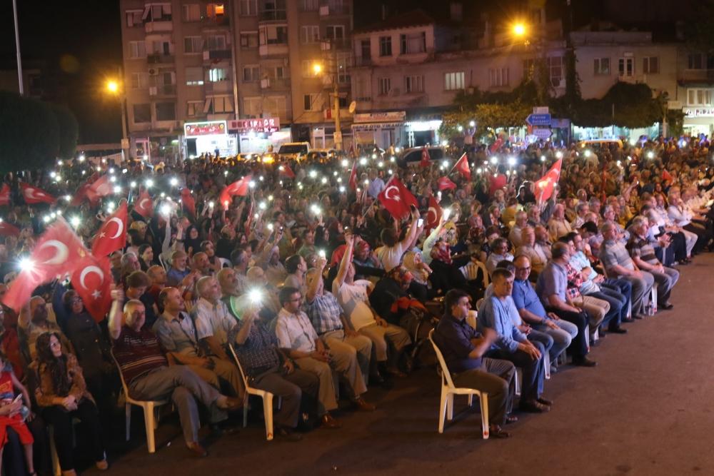 Fotoğraflarla Akhisar'daki demokrasi nöbetinin son günü 3