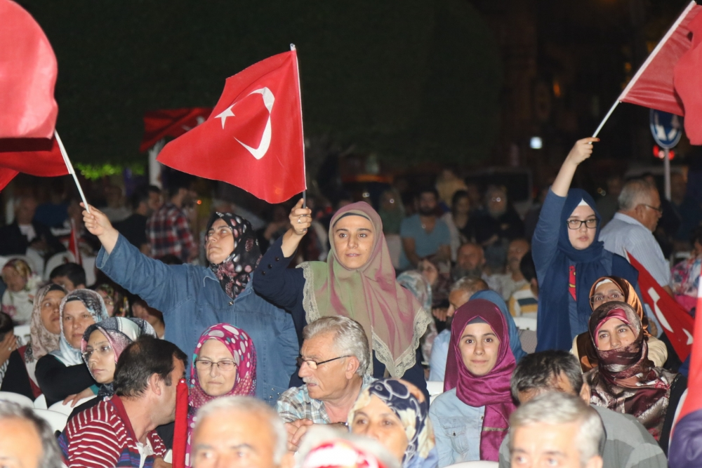 Fotoğraflarla Akhisar'daki demokrasi nöbetinin son günü 30