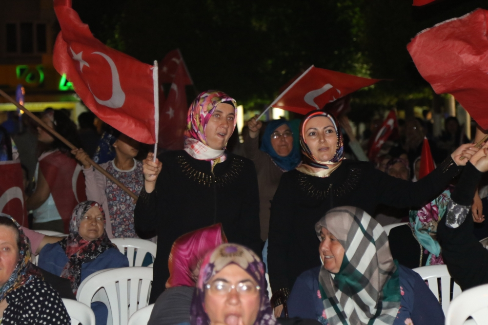 Fotoğraflarla Akhisar'daki demokrasi nöbetinin son günü 31