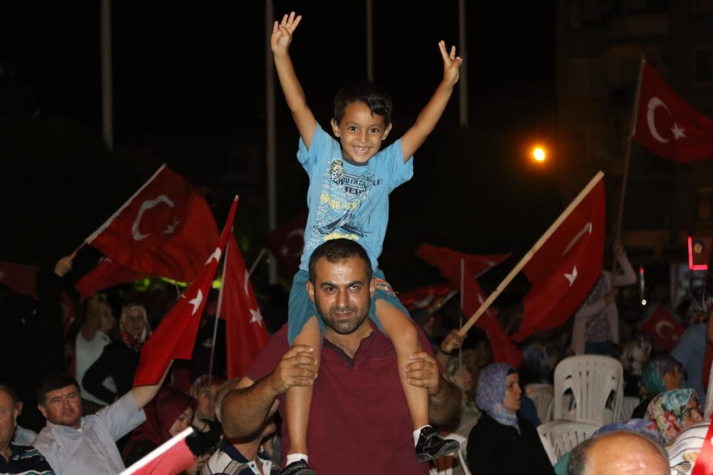 Fotoğraflarla Akhisar'daki demokrasi nöbetinin son günü 34