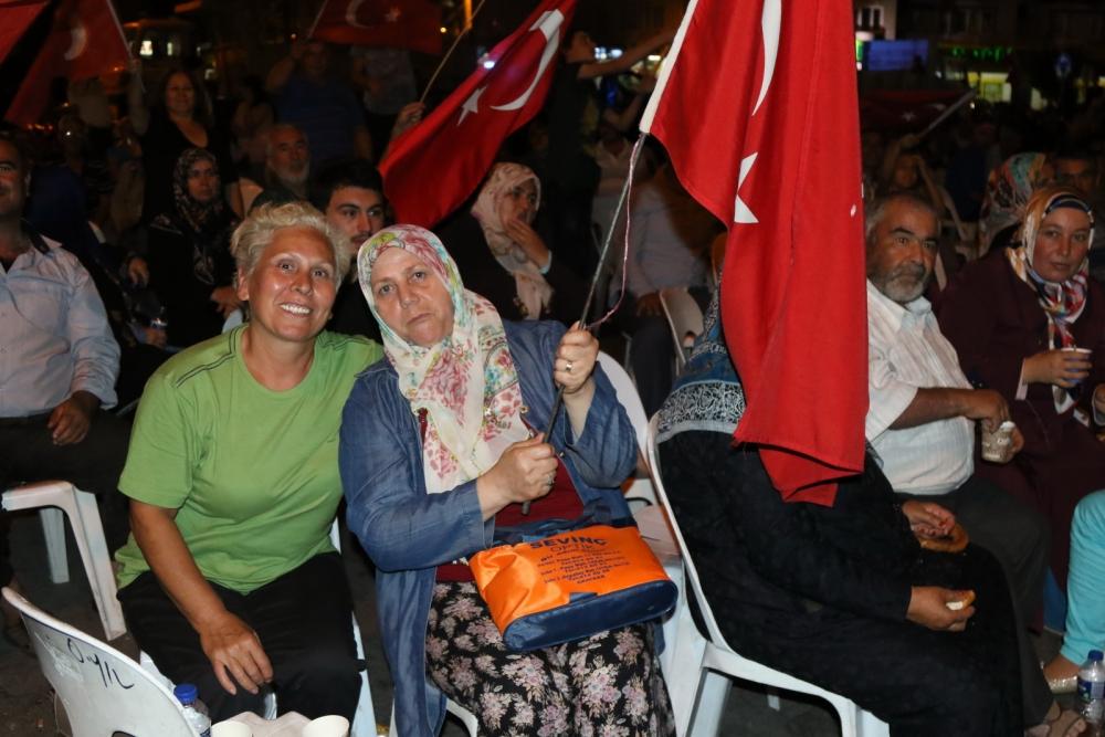 Fotoğraflarla Akhisar'daki demokrasi nöbetinin son günü 38