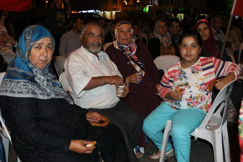Fotoğraflarla Akhisar'daki demokrasi nöbetinin son günü 41