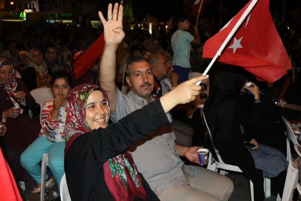 Fotoğraflarla Akhisar'daki demokrasi nöbetinin son günü 42