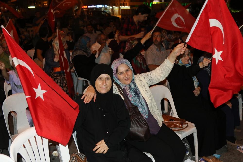 Fotoğraflarla Akhisar'daki demokrasi nöbetinin son günü galerisi resim 46