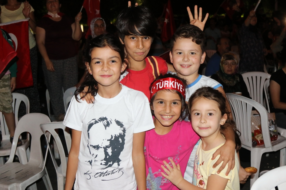 Fotoğraflarla Akhisar'daki demokrasi nöbetinin son günü 47
