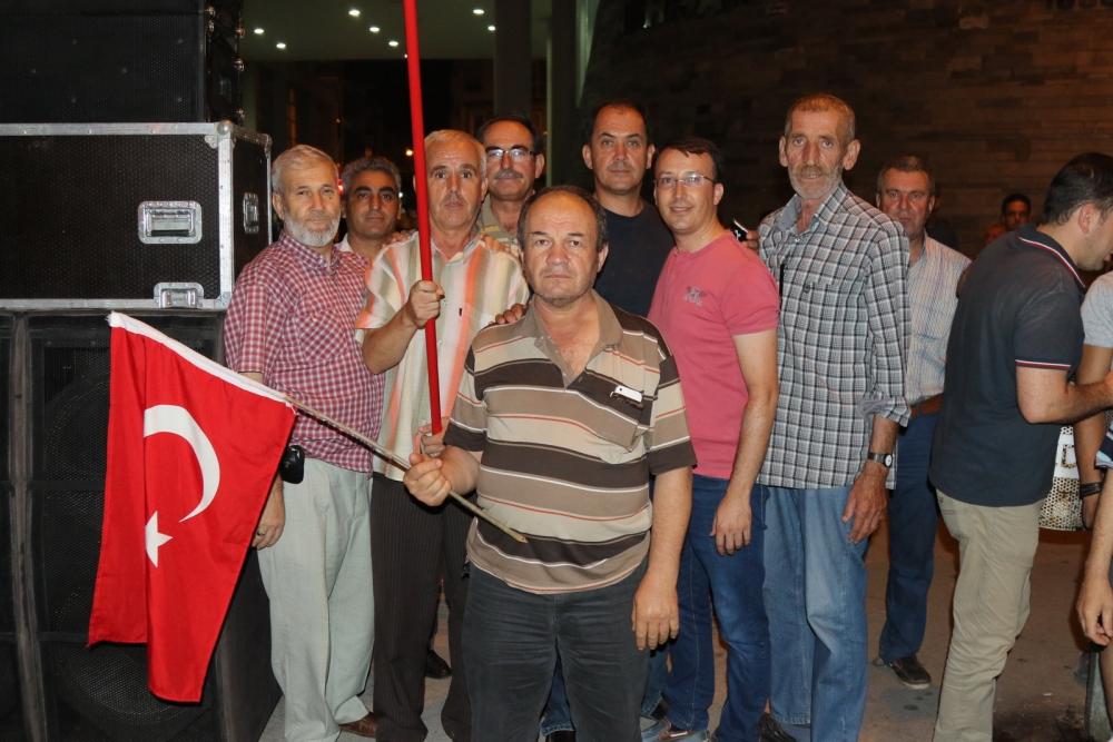 Fotoğraflarla Akhisar'daki demokrasi nöbetinin son günü 48