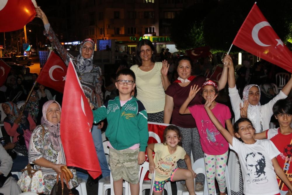 Fotoğraflarla Akhisar'daki demokrasi nöbetinin son günü 50