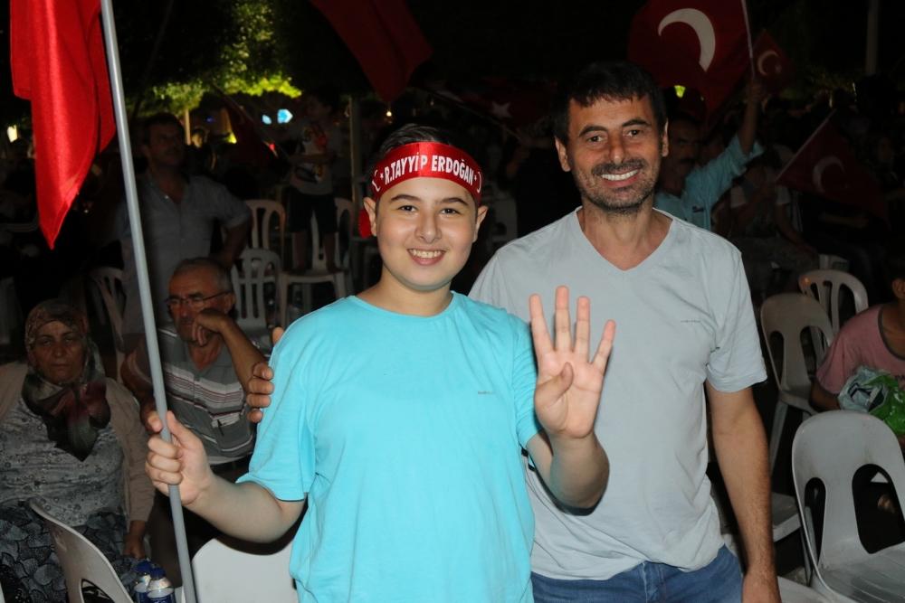 Fotoğraflarla Akhisar'daki demokrasi nöbetinin son günü 52