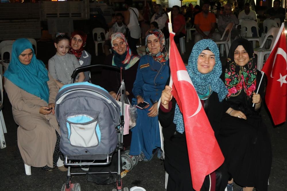 Fotoğraflarla Akhisar'daki demokrasi nöbetinin son günü 54