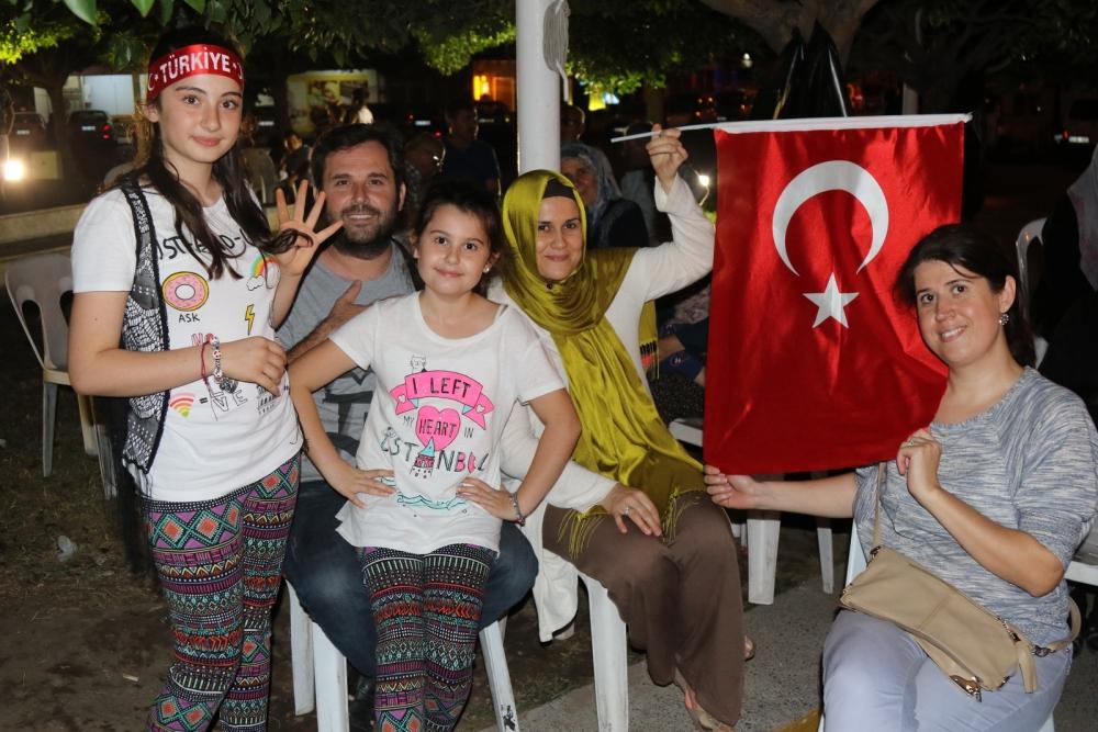 Fotoğraflarla Akhisar'daki demokrasi nöbetinin son günü 62