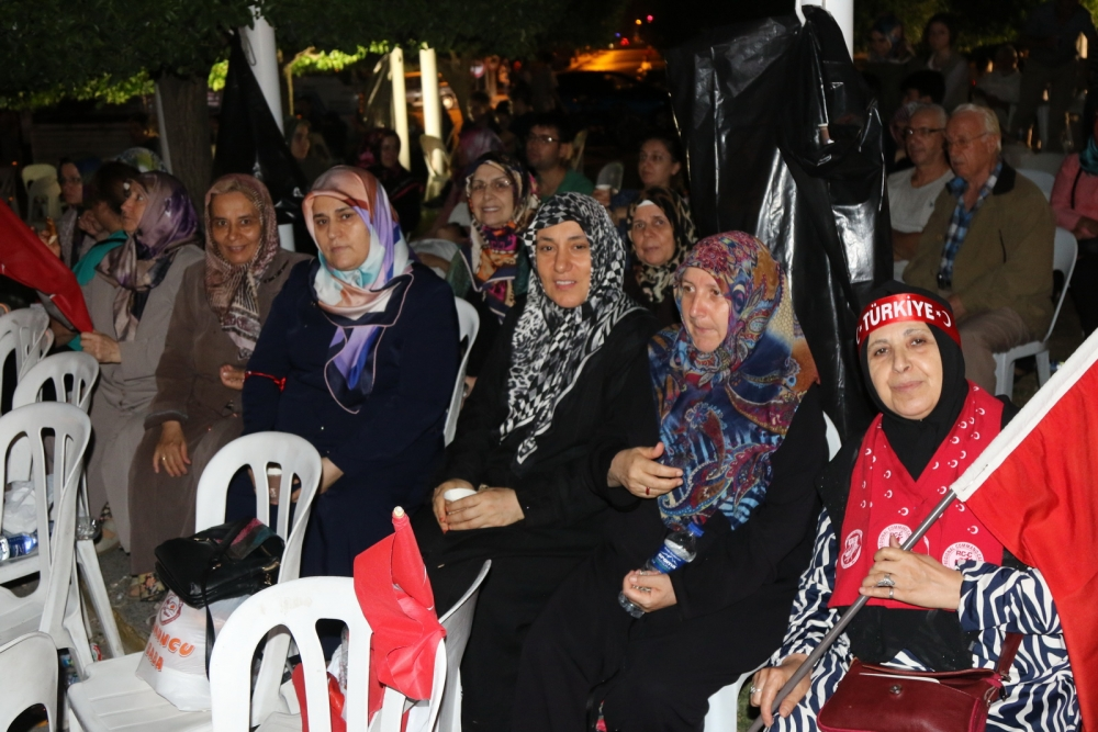 Fotoğraflarla Akhisar'daki demokrasi nöbetinin son günü 63