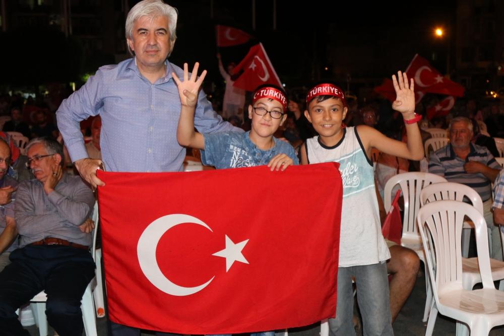 Fotoğraflarla Akhisar'daki demokrasi nöbetinin son günü 69