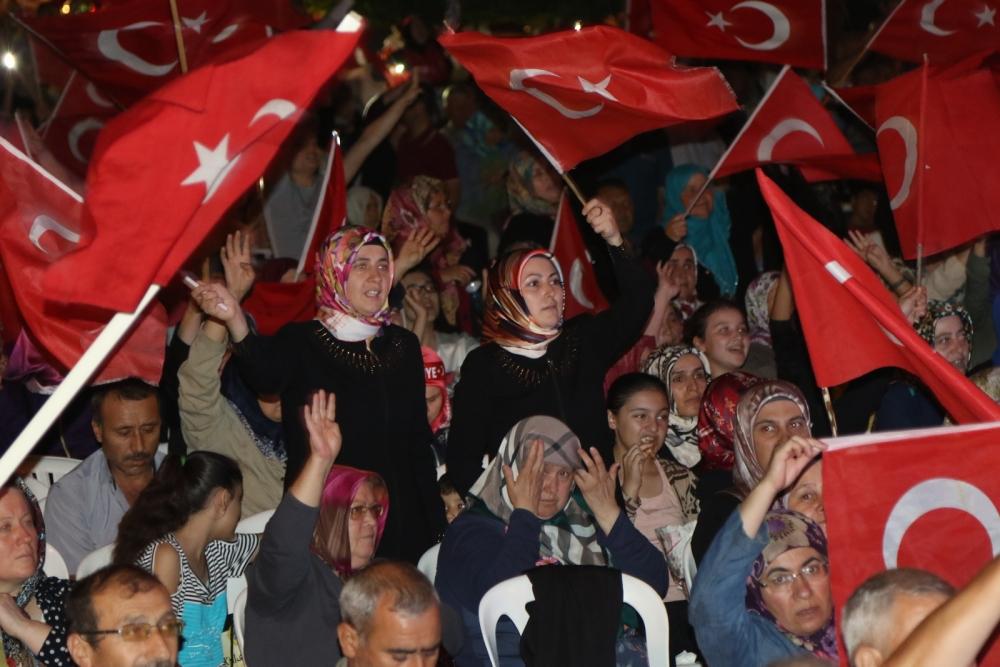 Fotoğraflarla Akhisar'daki demokrasi nöbetinin son günü 7