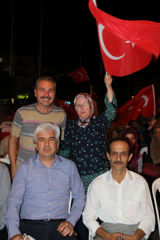 Fotoğraflarla Akhisar'daki demokrasi nöbetinin son günü 75
